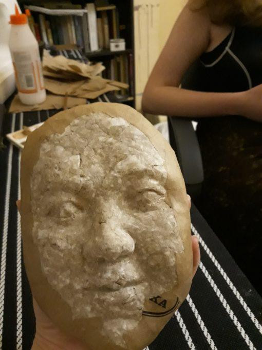процесс создания лица куклы из папье-маше